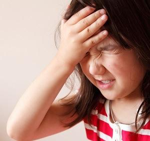 Little-girl-slapping-her-forehead