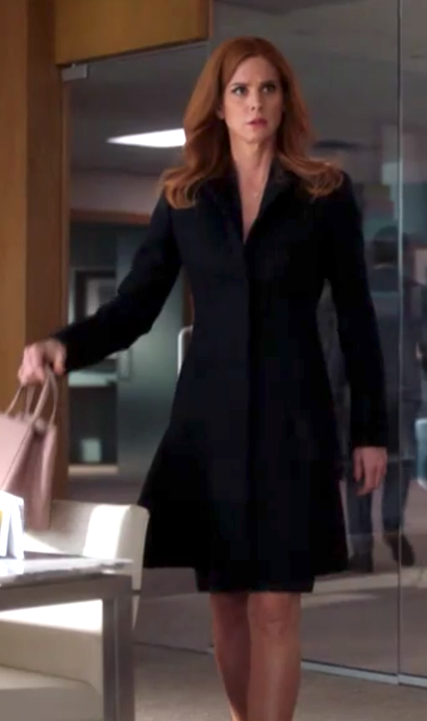 Donna nice coat.png